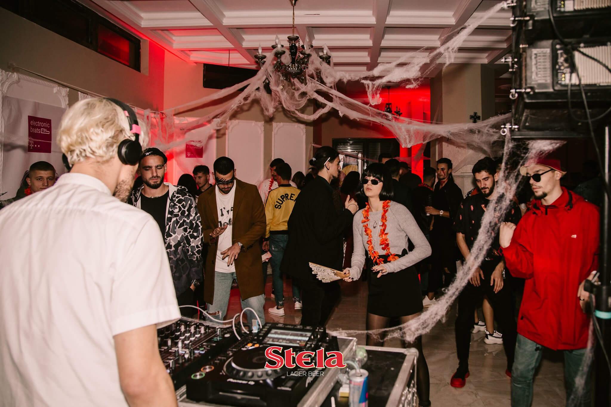Halloween Party me Birra Stela (5)